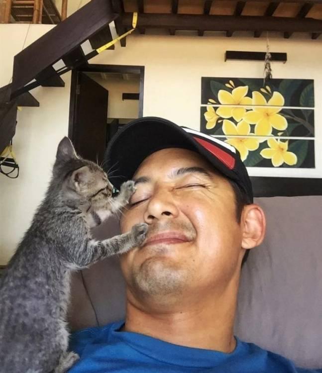 Жизнь парня изменилась, после того, как он нашел котенка